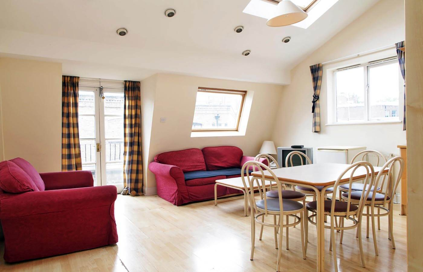 Crawford House Apartments - Budget Self-Catering Serviced ...